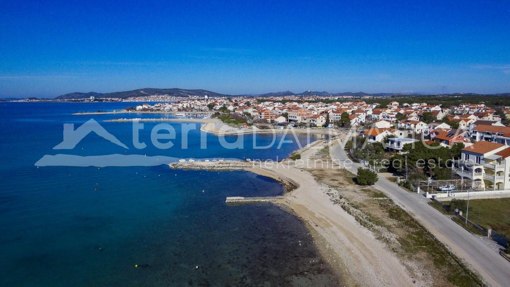 Srima - apartment with garden in the first row to the sea - beach