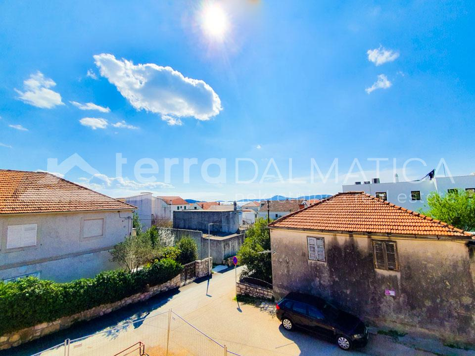 Vodice, apartment in a new building in the center - view