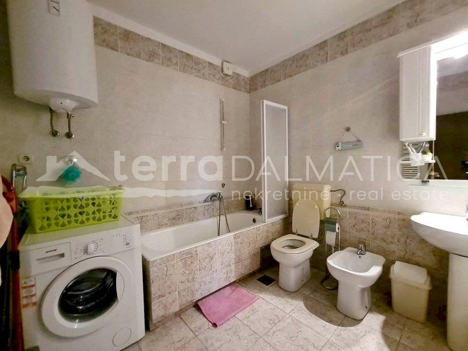 Šibenik - furnished two bedroom apartment - bathroom