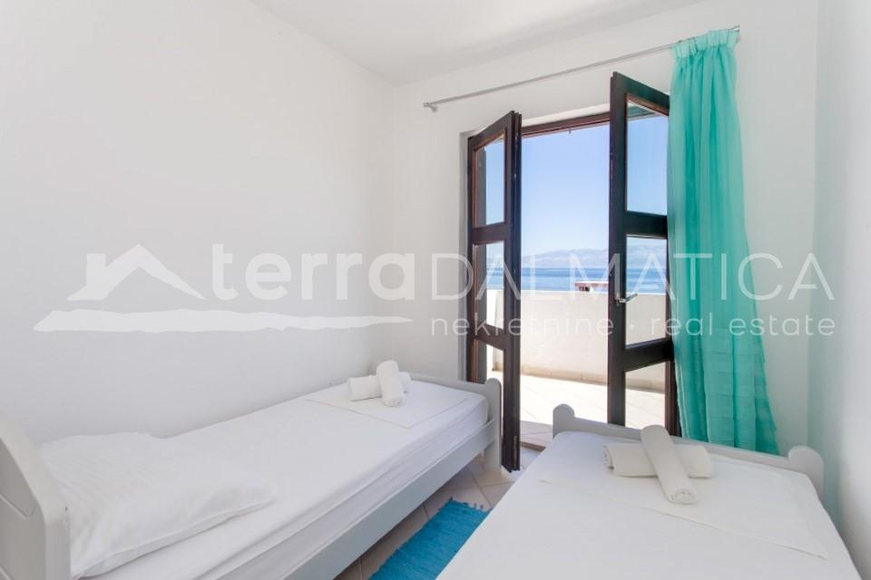 Solta - house with three apartments and a beautiful sea view - room - first floor