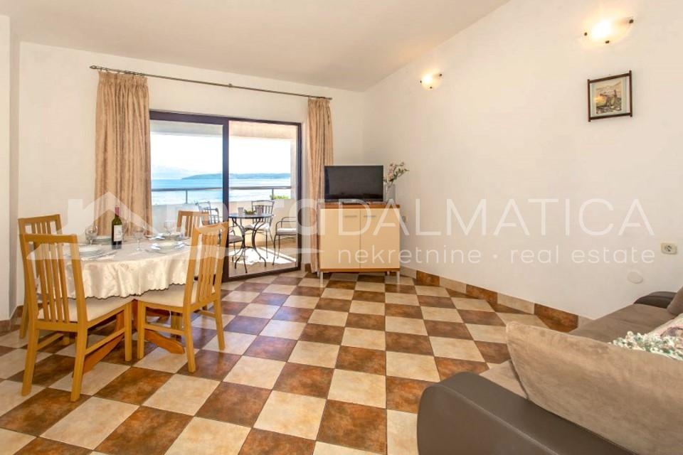 Solta - house with three apartments and a beautiful sea view - dining room - second floor
