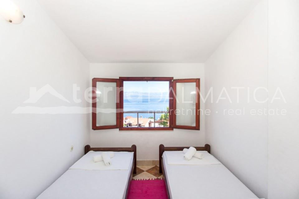 Solta -house with three apartments and a beautiful sea view - room - first floor