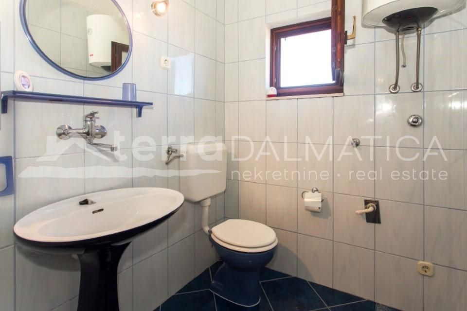 Solta -  house with three apartments and a beautiful sea view - bathroom - first floor