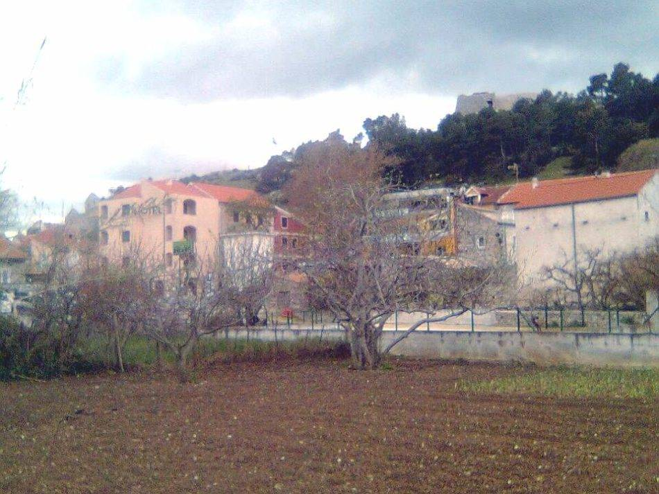 2. Skradin, -building-land- by- the-road