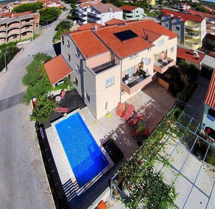 Vodice_apartment with pool