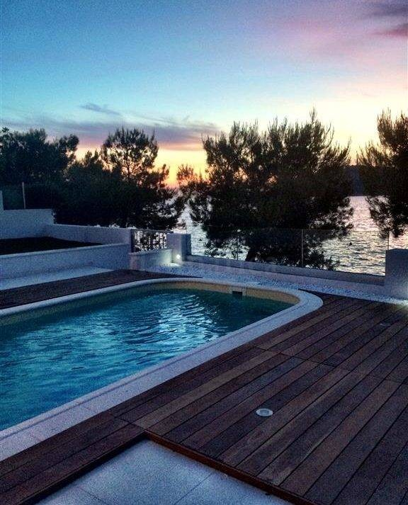 2.first-row-villa-for-sale